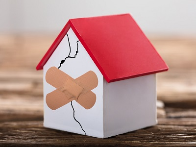 fissure%20paint Comment évaluer la gravité des fissures dans une maison ?