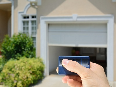 garage%20motoris%20paint Simplifiez vous la vie avec la motorisation de porte de garage