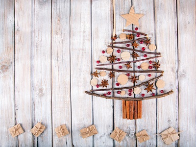 iStock 621711432%20paint%203 Réaliser un sapin de Noël en bois