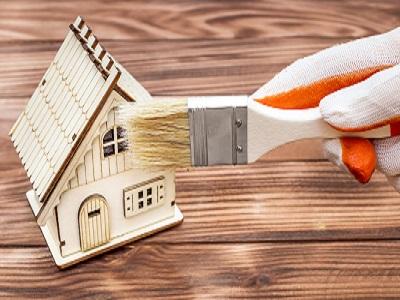 iStock 939808810%20paint Comment entretenir une maison en bois ?