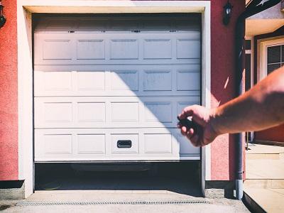 porte%20motorise%20paint Porte de garage motorisée : coût et installation