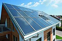 panneaux-solaires-et-fenêtre-de-toit-roto