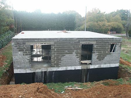 construction-maison-traditionnelle-murs-et-étage